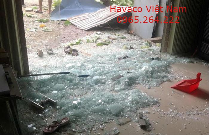 Vỡ vụn của kính cường lực 12mm Việt Nhật