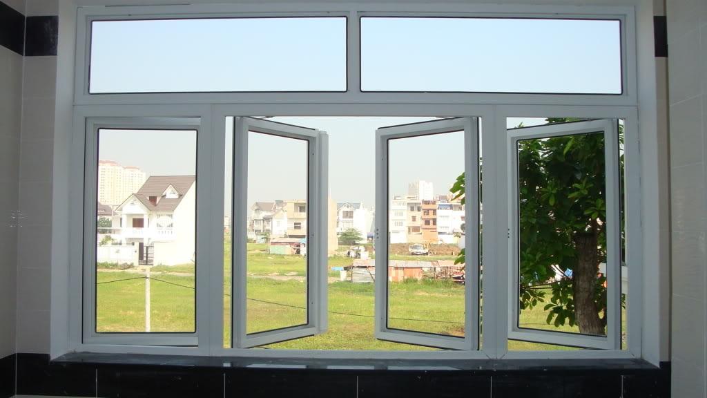Cửa sổ mở quay nhựa lõi thép
