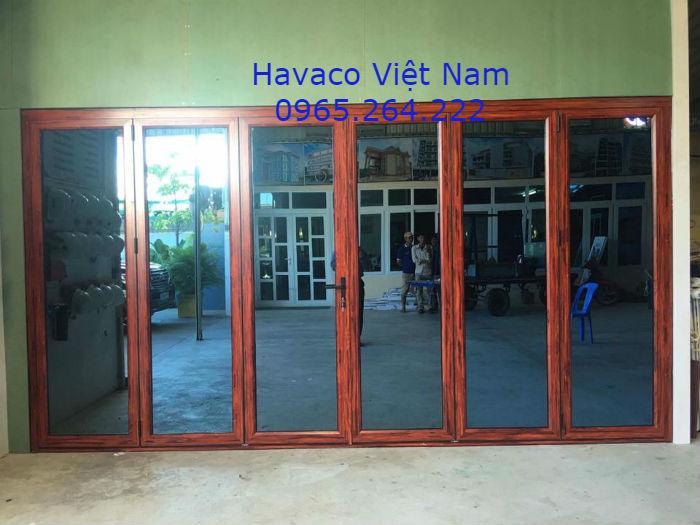 Lắp cửa nhựa giả gỗ tại Hà Nội