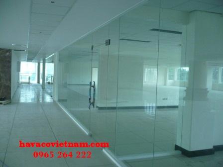 Cửa lùa kính cường lực có tính thẩm mỹ, độ bền cao