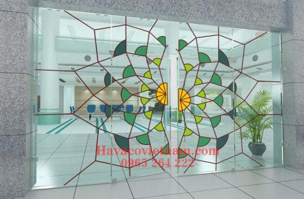 Cửa kính cường lực trang trí ( loại kính màu có hoa văn)