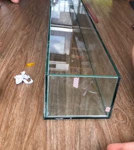Các tấm kính được ghép lại với nhau