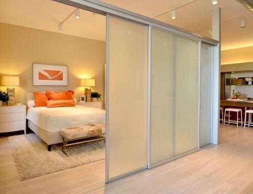 Phòng thêm rộng nhờ thiết kế vách kính kết hợp cửa lùa